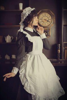 つくも🍒 on - Christmas-Desserts Maid Cosplay, Lolita Cosplay, Cosplay Outfits, Cosplay Girls, Victorian Maid, Victorian Fashion, Maid Outfit, Maid Dress, Maid Uniform