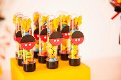 Tubetes personalizados para festa da Valentina, no tema Mickey e Minnie