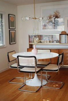 Founder Taylor Sterling's Dining Room Makeover Small changes make a big impact - vintage modern dining room Elegant Home Decor, Elegant Homes, Vintage Home Decor, Bedroom Vintage, Modern Decor, Vintage Apartment Decor, Vintage Modern, Dining Room Design, Dining Room Furniture