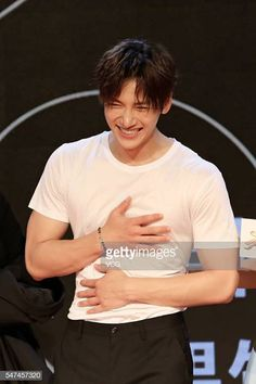 South Korea actor Ji Chang Wook attends a press conference for official debut of TV drama 'Tornado Girl II' on July 14 2016 in Beijing China Ji Chang Wook Abs, Ji Chang Wook Smile, Ji Chang Wook Healer, Ji Chan Wook, Lee Dong Wook Abs, Korean Male Actors, Handsome Korean Actors, Korean Celebrities, Asian Actors