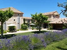 Maison à Bonnieux, France. In the Golden Triangle of Natural Park of Luberon (Provence), century farm house recently renovated by… Mediterranean Style Homes, Mediterranean Garden, French Country House, Stone Houses, Exterior Design, Exterior Homes, My Dream Home, Beautiful Homes, Garden Design