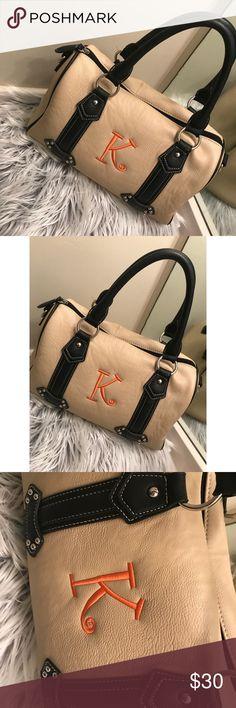 👜✨ Initial Inc. Handbag!!✨👜 Beautiful monogrammed handbag in excellent condition! Bags Shoulder Bags