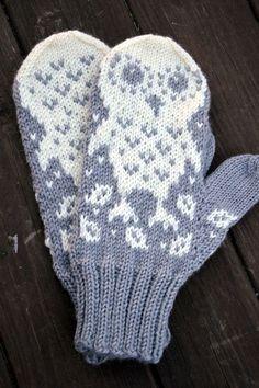 KARDEMUMMAN TALO: Kukas se sieltä kurkistaa? Knit Mittens, Ravelry, Knit Crochet, Gloves, Knitting, Crocheting, Patterns, Colors, Crochet