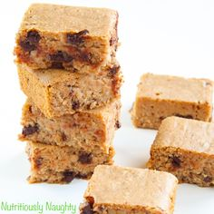 If you've never tried blondies before then I urge you to give this simple chocolate chip blondies recipe a try! They are gluten free, low FODMAP & vegan. Blondie Bar, Chocolate Chip Blondies, Sugar Free Baking, Blondie Brownies, Low Fodmap, Dairy Free, Gluten Free, Healthy Baking, Baking Recipes