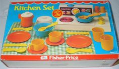 Had this FP Kitchen too, was also a fav :D 1970s Childhood, My Childhood Memories, Childhood Toys, Sweet Memories, Fisher Price Toys, Vintage Fisher Price, Vintage Games, Vintage Dolls, Old School Toys