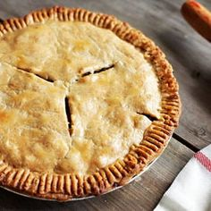 French Canadian Tourtière is a classic savoury meat pie originating in Quebec. This pie can be served hot or cold, making it a perfect leftover for lunch. Tourtiere Recipe Quebec, Cuisine Diverse, Xmas Food, Pork Dishes, Baked Chicken, Bread Recipes, Food And Drink, Favorite Recipes, Food Recipes