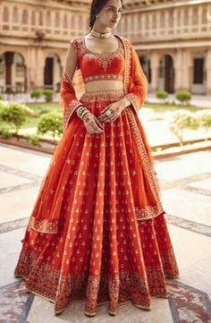20 Blingy Gota Patti Lehenga Ideas To Sparkle Your Bridal Look Indian Bridal Outfits, Indian Bridal Lehenga, Indian Bridal Wear, Indian Designer Outfits, Bridal Dresses, Lehenga Wedding, Eid Dresses, Dress Indian Style, Indian Dresses