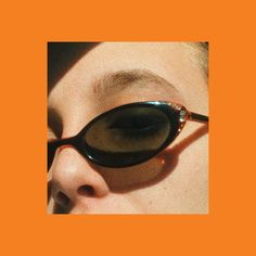 Image uploaded by Emerald Emotions. Find images and videos about aesthetic, sunglasses and orange on We Heart It - the app to get lost in what you love. Youtube Mode, Orange Aesthetic, 80s Aesthetic, Emma Chamberlain, Foto Instagram, Shooting Photo, Mellow Yellow, Fashion Photography, Graphic Design