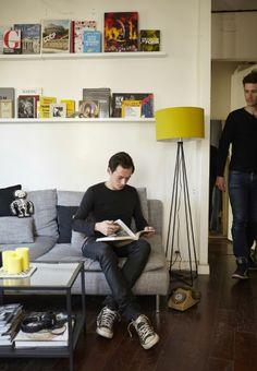 Udstillede bøger får rummet til at føles levende