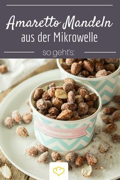 Gebrannte Amaretto-Mandeln aus der Mikrowelle Faster and cheaper does not go: Amaretto almonds from the microwave! A great trick! Fall Recipes, Dog Food Recipes, Cookie Recipes, Edible Gifts, Recipes From Heaven, Vegan Sweets, Cookies, Christmas Desserts, Christmas Recipes