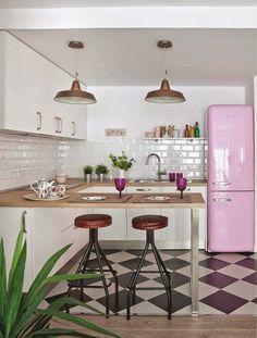 El piso perfecto con la consola rosa perfecta · The perfect apartment with perfect pink console