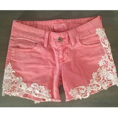 Guess (size 24) coral/ peach Jean cutoff shorts Guess (size 24) fit like a size 0 or 1, they are just a tad tight on me and I normally wear a size 2 jeans/ shorts. Peach/ coral/ sunset orange-ish pink color, with lace detail 98% cotton 2% lycra spandex like very good condition Guess Shorts Jean Shorts