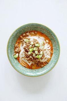 Chinesische Nudeln mit Hackfleisch und Chiliöl [Dan Dan Mian] & Buchtipp
