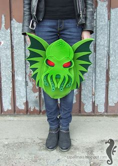 Backpack Cthulhu - funny, cute, green - felt - wings - for fan - The Call of Cthulhu - Lovecraft Crochet Dragon, Call Of Cthulhu, Purse Handles, Dice Bag, Cute Bags, Geek Culture, Felt Animals, Stuffed Toys Patterns, Fabric Art