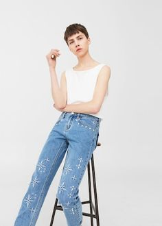 Relaxed embroidered jeans | MANGO