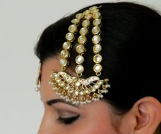 BIG KUNDAN PASSA by designer Bubbles Jewellery from sobayha.com. Chunky Kundan passa with pearl droplets, a statement piece with all the tradition blended in with meenakari work. See more at: https://www.sobayha.com/catalogue/big-kundan-passa_310/