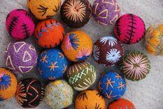 Embroidered Felt Beads by happyexpat on Etsy Fabric Beads, Fabric Art, Wet Felting, Needle Felting, Felt Purse, Textile Jewelry, Jewellery, Felt Ball, Handmade Beads