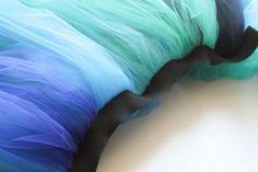 Make this dramatic tutu for a simple, but stunning Peacock Costume! Diy Girls Costumes, Diy Halloween Costumes For Women, Costume Ideas, Halloween 2017, Peacock Halloween Costume, Girls Peacock Costume, Tulle Skirt Kids, Fish Costume, Dance Costume