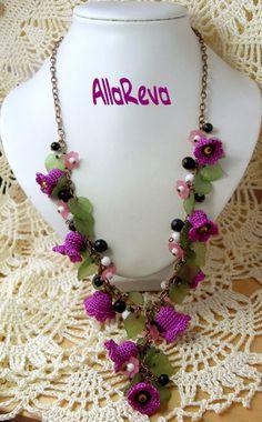 Outstanding Crochet: Crochet jewelry by maurica. Diy Jewelry Necklace, Rope Jewelry, Fabric Jewelry, Jewelry Crafts, Handmade Jewelry, Necklaces, Jewellery, Crochet Cord, Crochet Bracelet