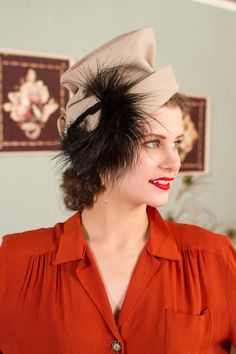 Vintage 1940s Hat - Dramatic Sand Hued Fur Felt Tall Crown 40s Hat with Large Black Feather Plume by New York Creation