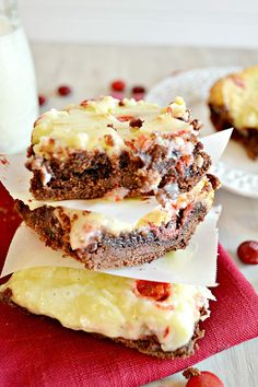 W ith a fudgy chocolate layer studded with raspberry M&Ms (look for them in the candy aisle of your grocery store) and a sweet cream ...