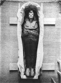 Imagens Históricas: Howard Carter e a tumba do faraó Tuthankamon