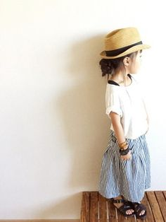 Summer look. Kids girl