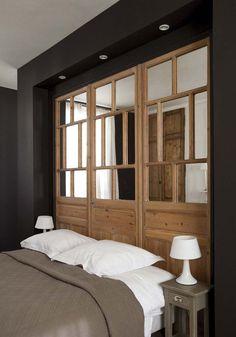 Boiseries en tête de lit Home Bedroom, Bedroom Decor, Bedrooms, Interior Windows, Home Staging, Interiores Design, Home Decor Inspiration, New Homes, House Design