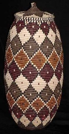 Museum Art Quality Zulu Basket - This basket is around at its widest point and tall. Certificate of Authenticity with Weaver's Name. Zulu, Pine Needle Baskets, Woven Baskets, Mochila Crochet, Afrique Art, Art Africain, Decoration Inspiration, Tapestry Crochet, Weaving Art