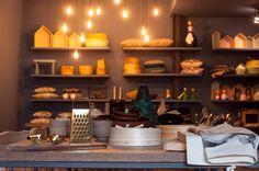 #mercadoloftstore #mls #umseisum #decoração #store #lojadedecoração #mesa #table #sucupira #metal #peneira #pano #algodão #illustration #metal #gold #materials #houses #pieces #decorpieces #ceramic #brâmica