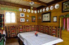 Superbe maison d'hôtes traditionnelle en Bucovine - Roumanie - Blog voyage et photo ✖ Les Carnets de traverse Blog Voyage, Countryside, Traditional, Folklore, House, Europe, Architecture, Home Decor, Beauty