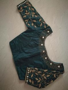 Blouse Designs Will Take Your Breath Away - The handmade craft Wedding Saree Blouse Designs, Pattu Saree Blouse Designs, Blouse Designs Silk, Designer Blouse Patterns, Zardosi Work Blouse, Wedding Blouses, Designer Sarees Wedding, Saree Wedding, Simple Blouse Designs
