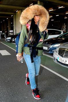 Rihanna Arriving At Heathrow Airport in London (Mar. 24)