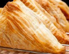 Mini chaussons salés légers au thon et au curry : http://www.fourchette-et-bikini.fr/recettes/recettes-minceur/mini-chaussons-sales-legers-au-thon-et-au-curry.html