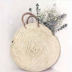 nature... our baskets are skilfully handwoven from palm leaf which comes from the Doum Palm and grows wild in the Moroccan countryside. They are eco-friendly, sustainable and rather beautiful in their authentic simplicity. Styled here by our Swiss stockist @moneli_ch . . . #bohemia #handwoven #roundbasket #palmleaf #panier #florencebasket #simplymorocco #morocco #lovemorocco #flowers