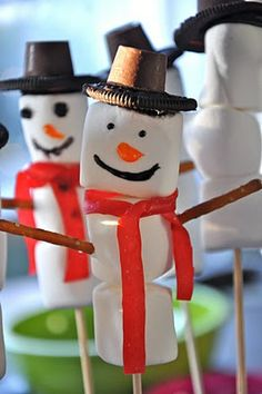Snowman Pops - love this idea, fun for a class or playgroup
