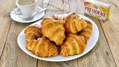 Croissante cu unt – reteta video via Croissants, Romanian Desserts, Romanian Food, Romanian Recipes, Chef Recipes, Snack Recipes, Cooking Recipes, Churros, French Croissant