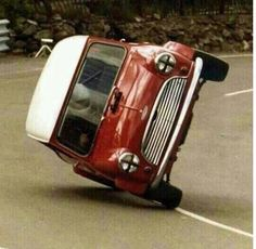 Classic mini . Don't try this at home pic.twitter.com/tl1BWFbZyY