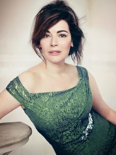 Nigella Lawson's Stunning Vogue UK Photoshoot (April I think this has to be the most beautiful woman on TV Nigella Lawson, Vogue Uk, Domestic Goddess, Hollywood, Vogue Magazine, Classic Beauty, Girl Crushes, Beautiful People, Beautiful Women