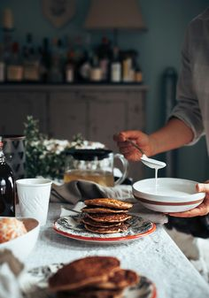Vegan banana eggnog pancakes are a sweet and simple way to enjoy comforting holiday flavours. Served with a rich, nutmeg-spiced cashew cream & pomegranate. Eggnog Pancakes Recipe, Healthy Food Blogs, Healthy Recipes, Vegetarian Recipes, Champagne Brunch, Breakfast Recipes, Breakfast Ideas, Mexican Breakfast, Pancake Recipes
