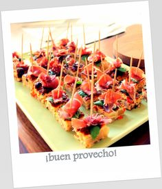 Buen provecho Appetizer Salads, Appetizers, Sangria, Bruschetta, Beach House, Ethnic Recipes, Food, Bon Appetit, Beach Homes