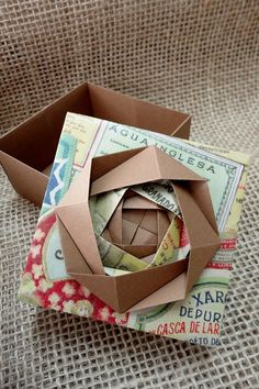 This beautiful origami fold, reminiscent of a rose, would make a beautiful 'bow' for a gift box! Box Origami, Origami Envelope, Origami And Kirigami, Origami Paper Art, Modular Origami, Origami Folding, Paper Folding, Diy Paper, Oragami