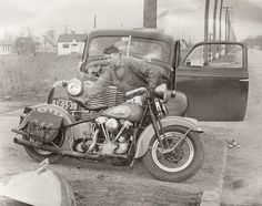 Vintage shots from days gone by! Classic Harley Davidson, Harley Davidson Chopper, Harley Davidson Motorcycles, Hd Vintage, Vintage Biker, Vintage Metal, Antique Motorcycles, American Motorcycles, Indian Motorcycles