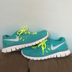 Barely worn Nike flex run sneakers Barely wore them. Nike flex run. Size 7.5 Nike Shoes Athletic Shoes