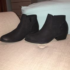 Steve Madden zip up Chelsea boots Super cute Chelsea booties! Never worn Steve Madden Shoes Ankle Boots & Booties