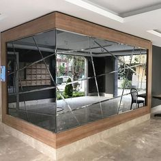 WALL COATING Wall-to-wall mirrors When placed on large areas, the price tag on these mirrors Mirror Decor Living Room, Home Decor Mirrors, Entryway Decor, Home Interior Design, Interior Decorating, Wall Design, House Design, Lobby Design, Home Decor Kitchen