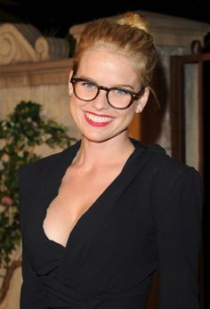Alice Eve (Star Trek, Men in Black III) for Phoebe