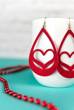 Use your Cricut to make these trendy faux suede earrings — sweet hearts that are perfect for Valentine's Day. An easy Valentine's Day jewelry project. Diy Leather Earrings, Leather Jewelry, Beaded Earrings, Clip On Earrings, Leather Keychain, Leather Accessories, Gold Earrings, Jewelry Trends, Diy Jewelry