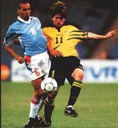 Uruguay 0 Australia 1 aet in 1997 in Riyadh. Edgardo Adinolfi and Harry Kewell battle for the ball in the Confederations Cup Semi Final. Soccer Pics, Soccer Pictures, Riyadh, Semi Final, Finals, Battle, Australia, Running, Sports