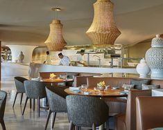 In a location with magnificent views of the Atlantic, on the beach of Lalla Meryem, is the Four Seasons Casablanca hotel, Morocco, just. Restaurant Lighting, Seafood Restaurant, Casablanca Morocco, Hotel Casablanca, Backdrop Frame, Oriental Hotel, Light Architecture, Four Seasons Hotel
